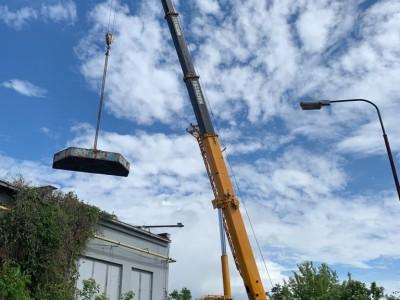 Nakladanie a preprava betónovych protiváh 6,5 t ,ktoré dlhe roky služili vežovému žeriavu MB 1030 (3)