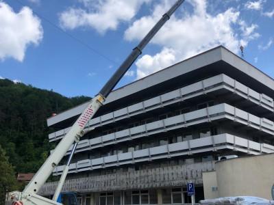 Osadenie klimatizačných jednotiek hotel Slovakia Trenčianske Teplice s 60 tonovým žeriavom