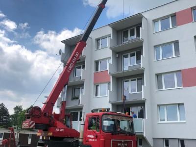 Osádzanie zábradlia na nové balkóny Nemšová