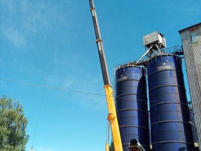 Vykladanie a osadenie rebríkovej konštrukcie na silá ,kde sme museli použiť autožeriav MB Luna AT 50-40 + krákorec . Potrebná výška bola 44 m . Miesto realizácie Smolenice železničn