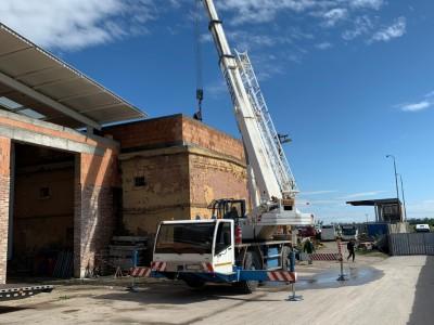 Montáž sendvičových panelov na priemyselnú halu Farárske 27 Trnava.