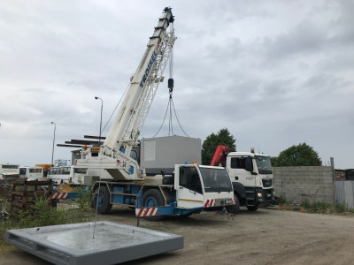 Nákladka 12 tonovej trafostanice žeriavom LUNA AT 3532